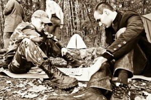Игроки в лесу и в ракурсе